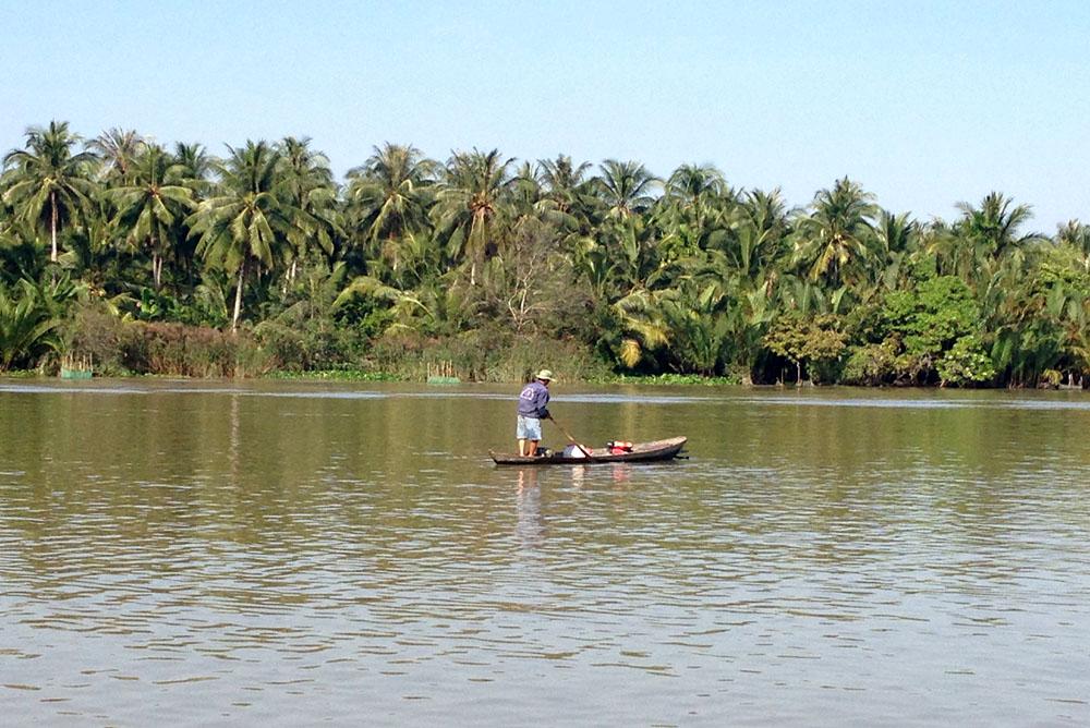 Vietnam-Guiding-Bentre-Fishing-in-Ham-Luong-River-mekong-river's-tributary