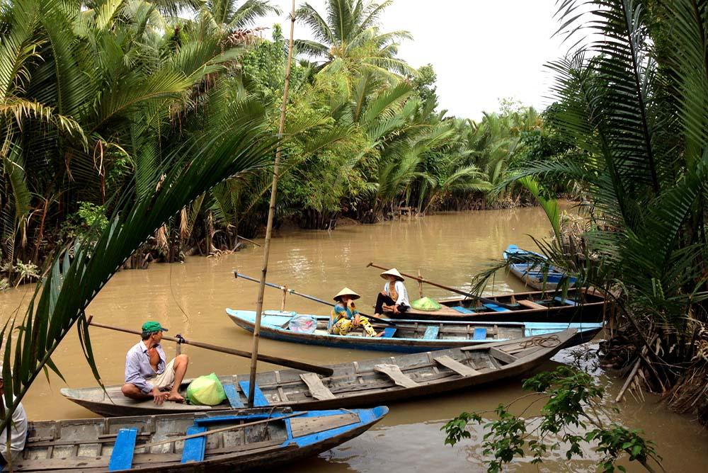 Vietnam-Guiding-Bentre-Sampan-Ride