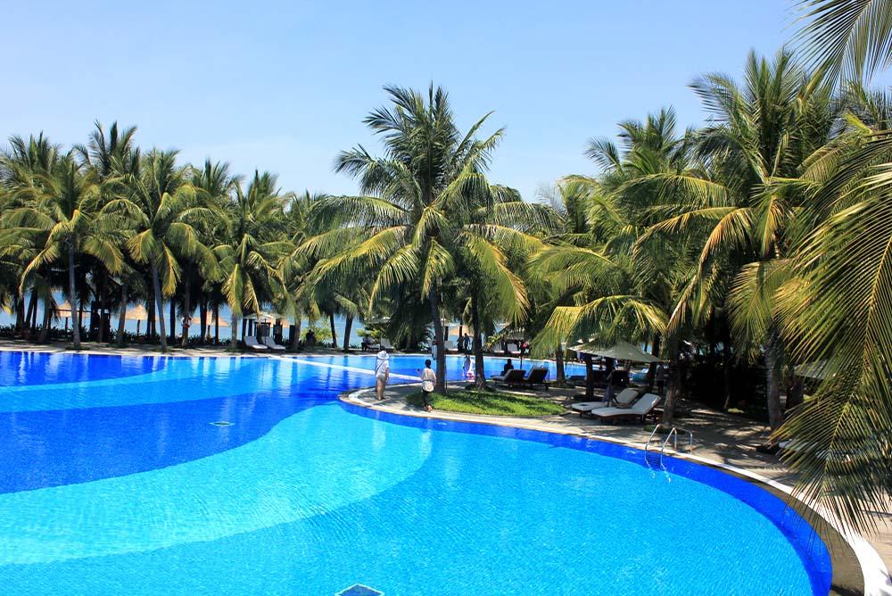 Nhatrang - Blue water & white sand resort