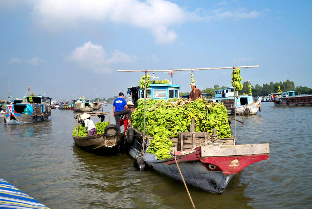 Chaudoc Floating market Angiang Province