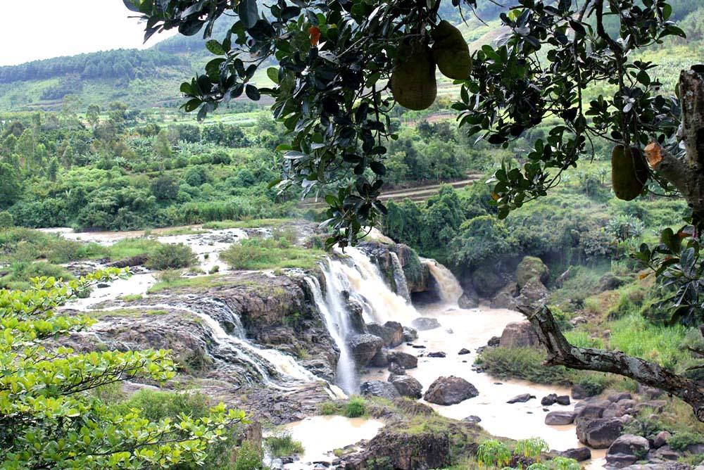Dalat - Lien Khuong Waterfall by 20th Highway