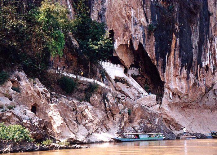 Thamthing Cave - 4000 Buddha Statues Cave - Luang Phrabang