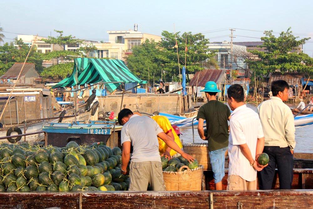 Trading at Cai rang floating market